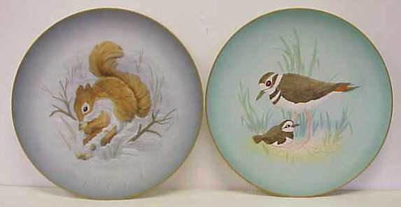 2006: 2 HUTSCHENREUTHER BY WALLACE HAND PAINTED PLATES: