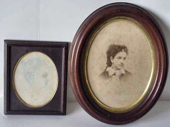 1007: EARLY PHOTOGRAPH OF A WOMAN IN WALNUT OVAL FRAME,