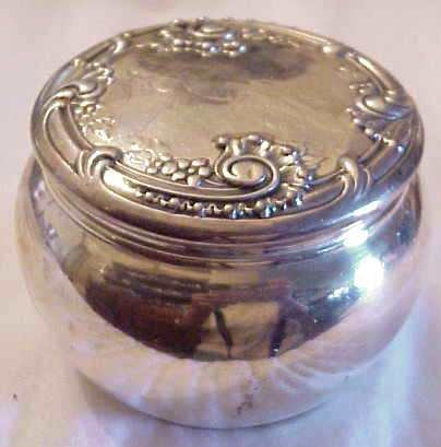 1015: STERLING SILVER POWDER JAR, REPOUSSED & MONGRAMME