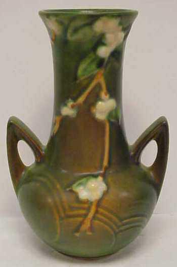 2176a Roseville Snowberry Vase 1v2 7 1946 Green