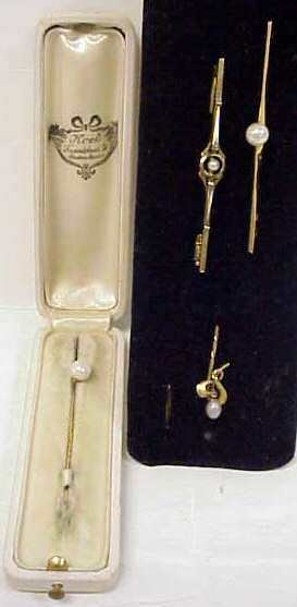 1021: 18K GOLD BARPIN W/ PEARL, SIGNED GD&G, 14K GOLD B