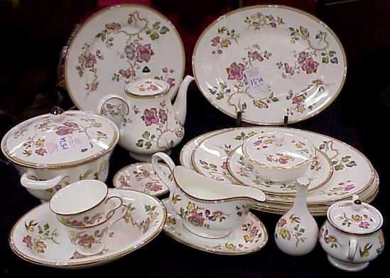 """157A: WEDGWOOD """"SWALLOW"""" DINNER SERVICE FOR 24 & SERV"""