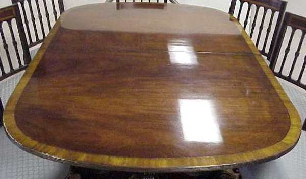 1150: DUNCAN PHYFE STYLE BANDED MAHOGANY DINING TABLE W