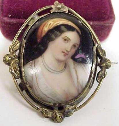 1031A: HAND PAINTED PORCELAIN PORTRAIT BROOCH OF YOUNG