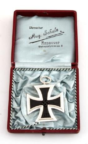 WWII GERMAN THIRD REICH BOXED IRON CROSS MEDAL