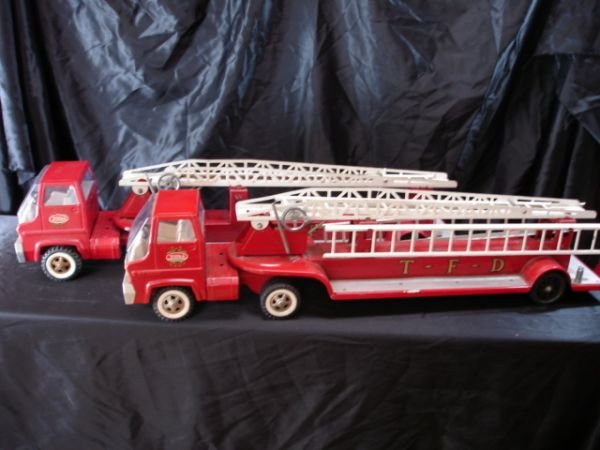 23: LATE 60'S EARLY 70'S TONKA FIRE TRUCK LOT OF 2