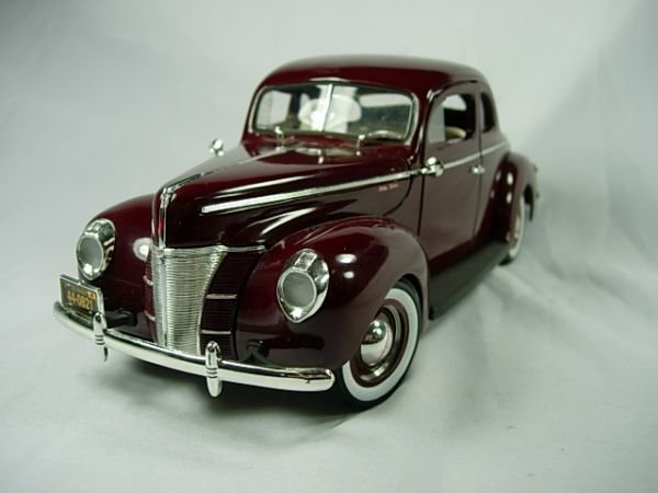 6: ERTL 1940 FORD COUPE DELUXE TOY MODEL AUTOMOBILE