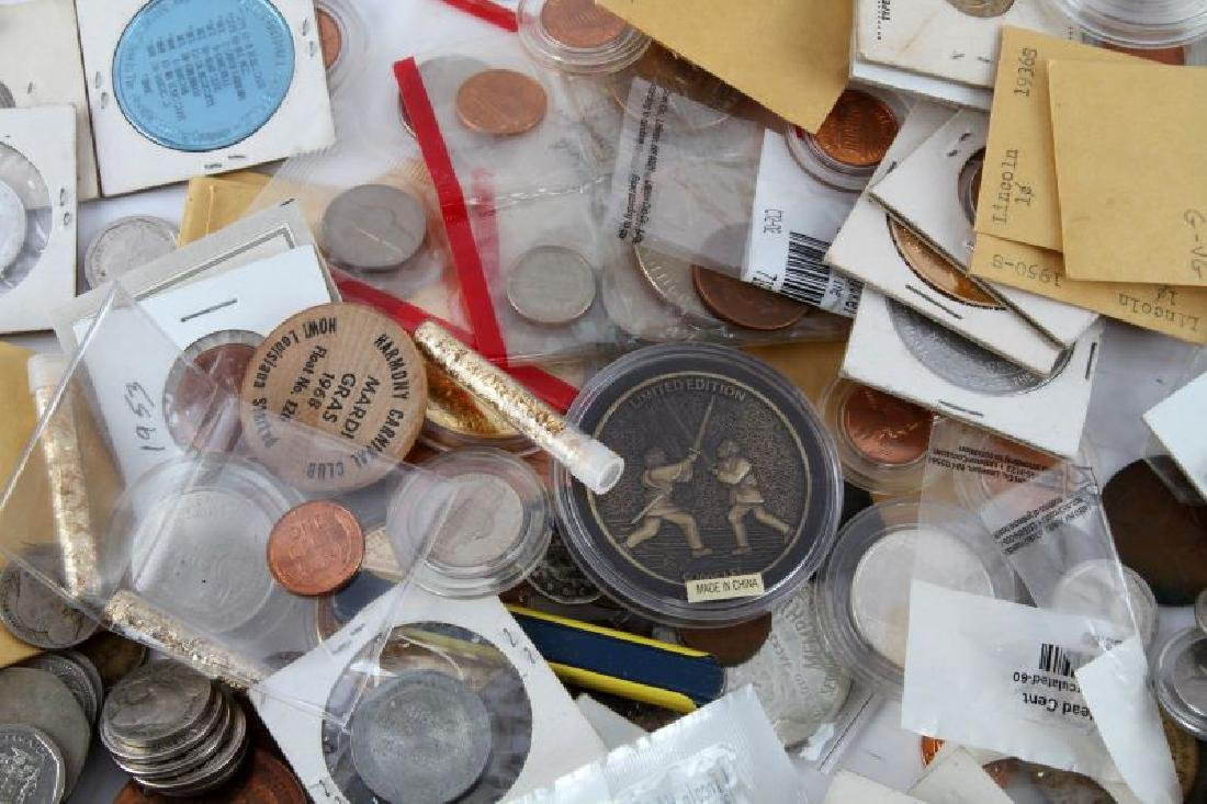 8.2 POUNDS OF WORLD COINS TOKENS & NUMISMATICA - 3