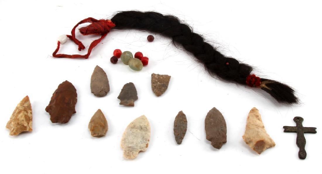 COLLECTION OF ARCHAIC ARROWHEAD POINTS & HAIR