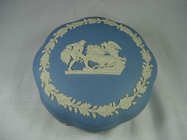 90013: WEDGWOOD JASPERWARE BLUE TRINKET LIDDED BOX