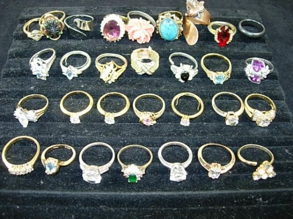 255: VINTAGE STERLING & COSTUME JEWELRY RING LOT OF 42