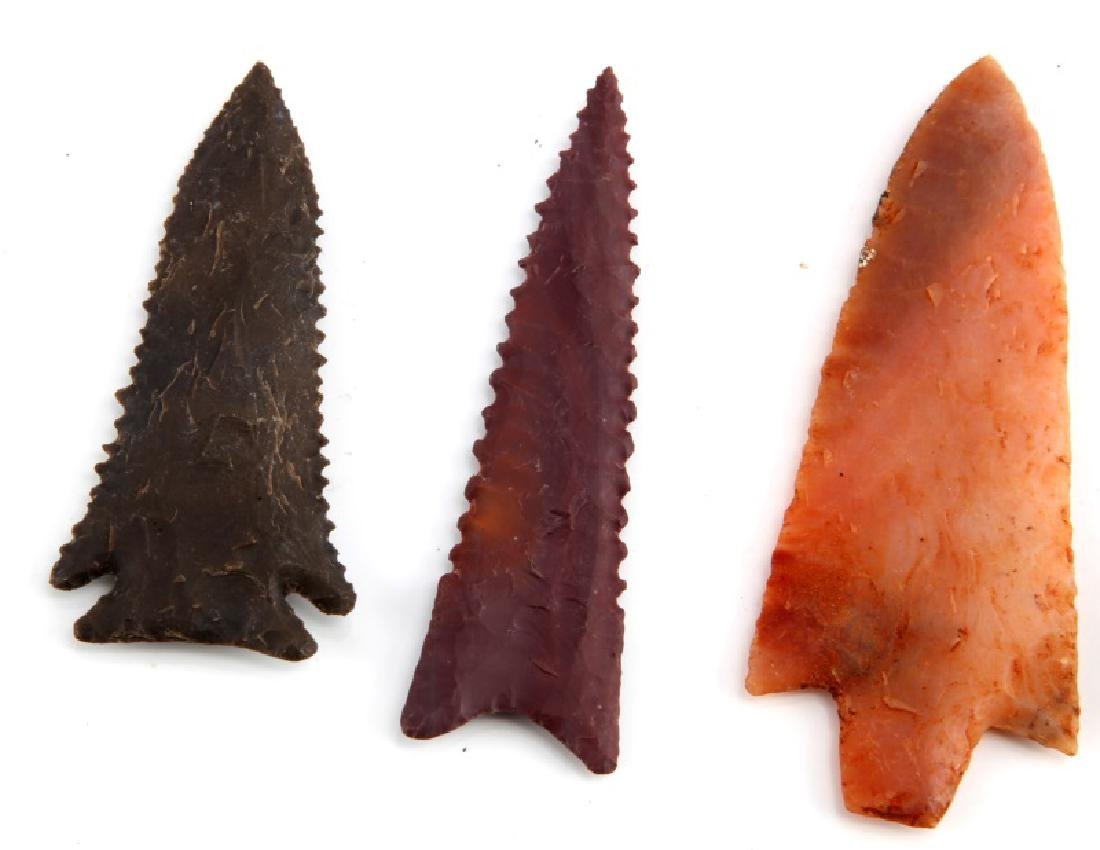 LOT OF 2 NEWNAN 1 KIRK AND 1 GILCHREST ARROWHEADS - 2