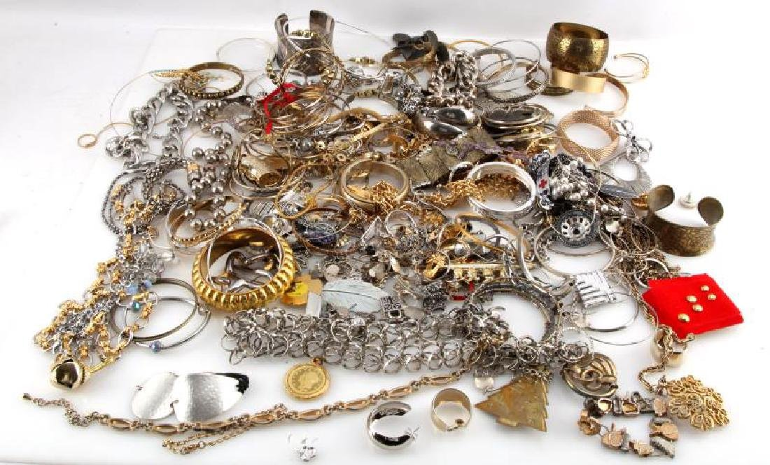 MIXED LOT OF COSTUME JEWELRY 7.8 POUNDS