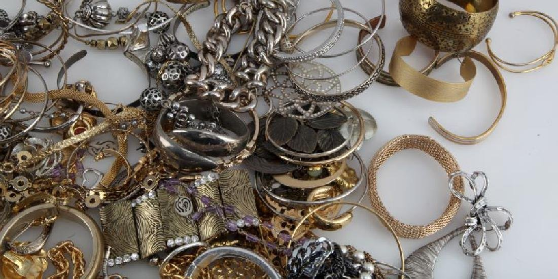 MIXED LOT OF COSTUME JEWELRY 7.8 POUNDS - 3