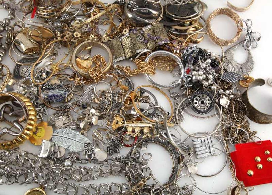 MIXED LOT OF COSTUME JEWELRY 7.8 POUNDS - 4