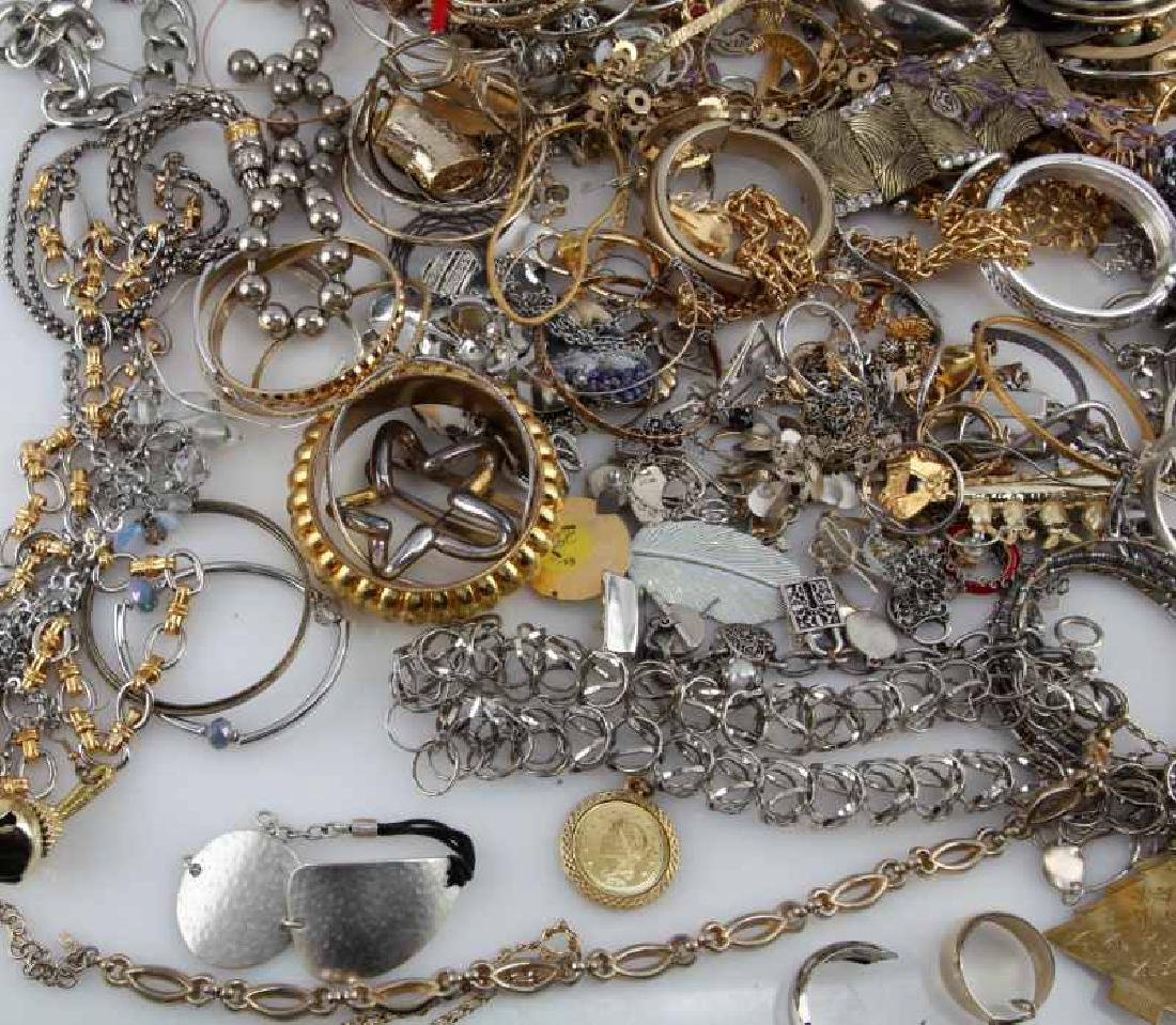 MIXED LOT OF COSTUME JEWELRY 7.8 POUNDS - 5