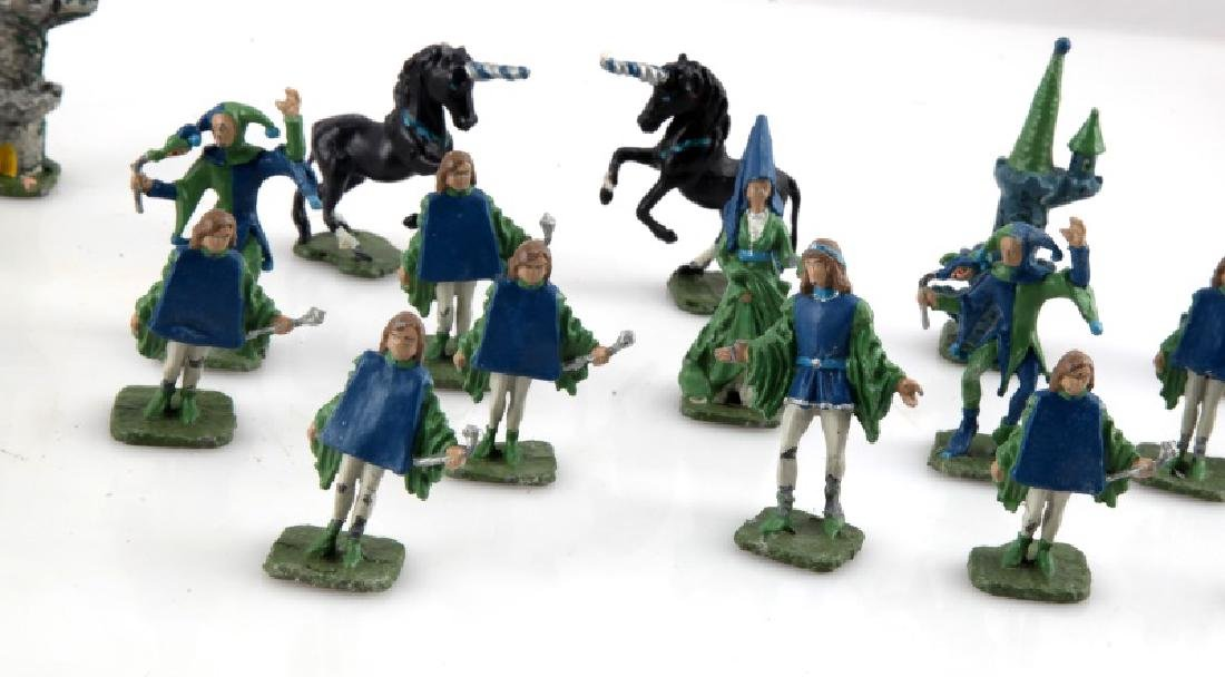 VINTAGE MEDIEVAL STYLE CHESS PIECES WITH JESTER 16 - 3
