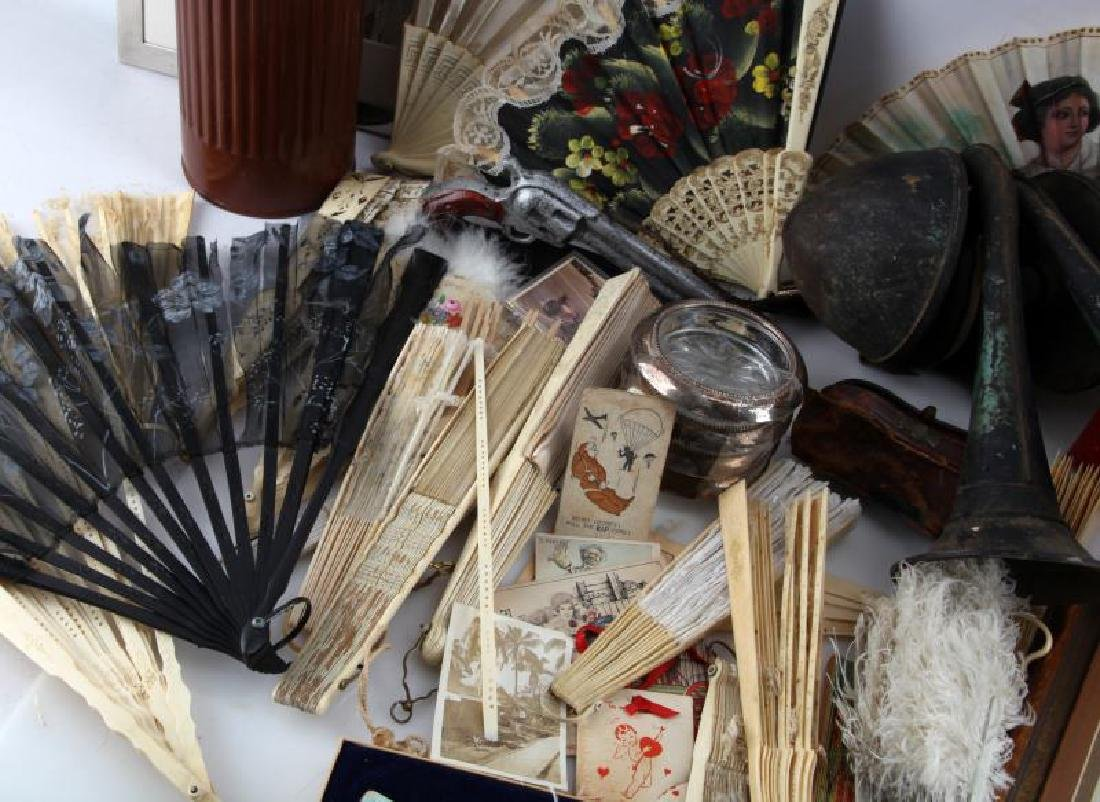 LOT OF GENERAL VINTAGE & ANTIQUE COLLECTABLES - 2