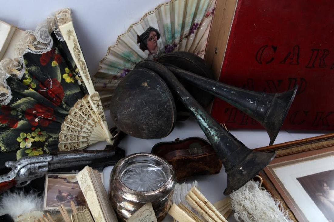 LOT OF GENERAL VINTAGE & ANTIQUE COLLECTABLES - 5