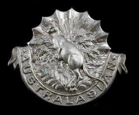 WWII ERA DESIGN AUSTRALIAN ARMY INFANTRY CAP BADGE