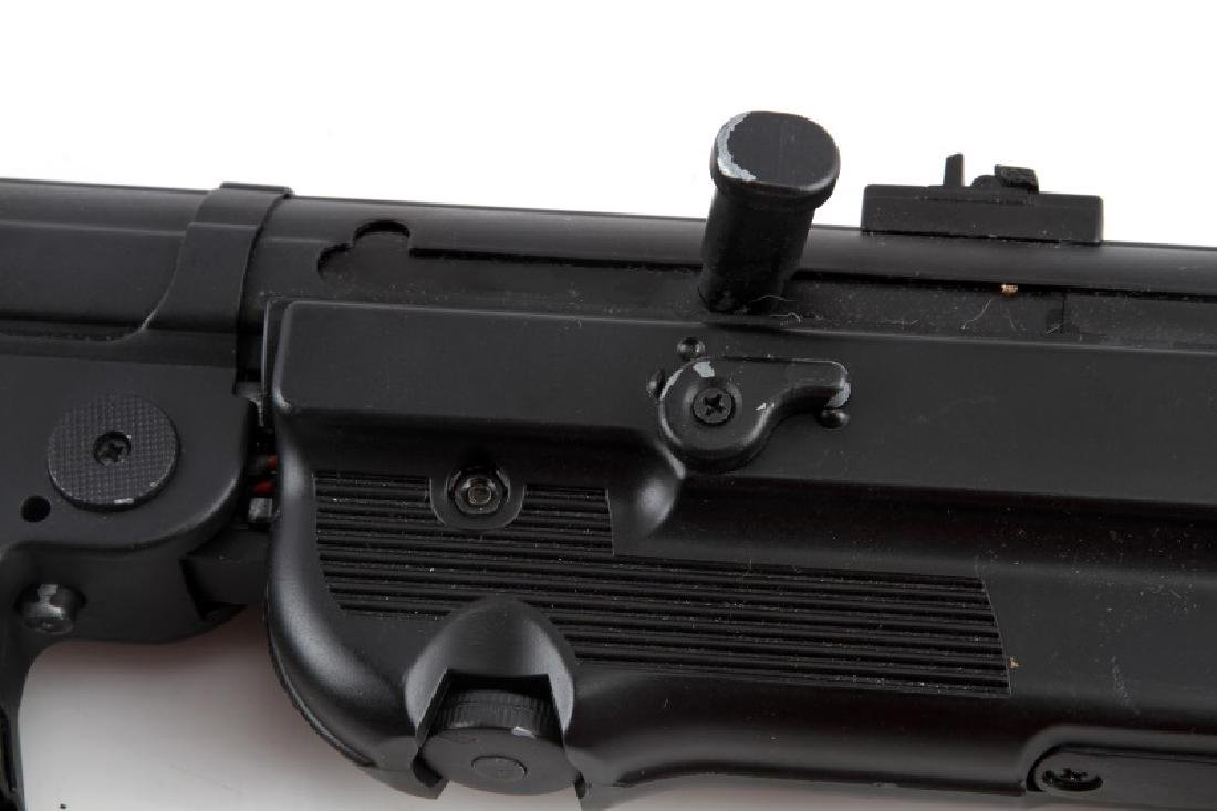 AIRSOFT REPRODUCTION WWII GERMAN MP-40 MACHINE GUN - 3