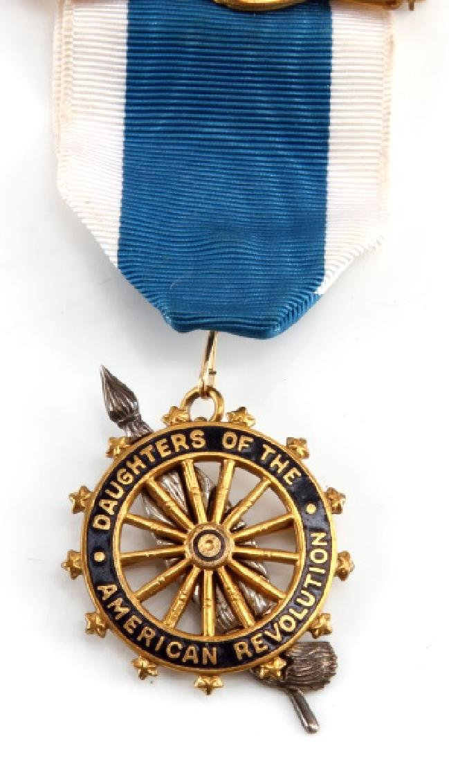DAUGHTERS OF THE AMERICAN REVOLUTION MEDAL - 2