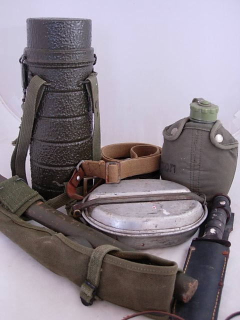WWII FIELD KNIFE CANTEEN & MESS KIT