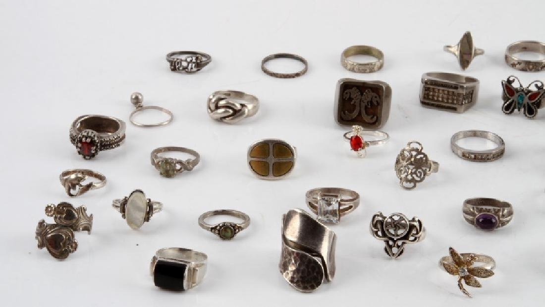 321 GRAMS OF VINTAGE SILVER RINGS 925 SOME W STONE - 2