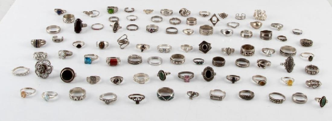 350 GRAMS OF VINTAGE SILVER FASHION RINGS DEALER