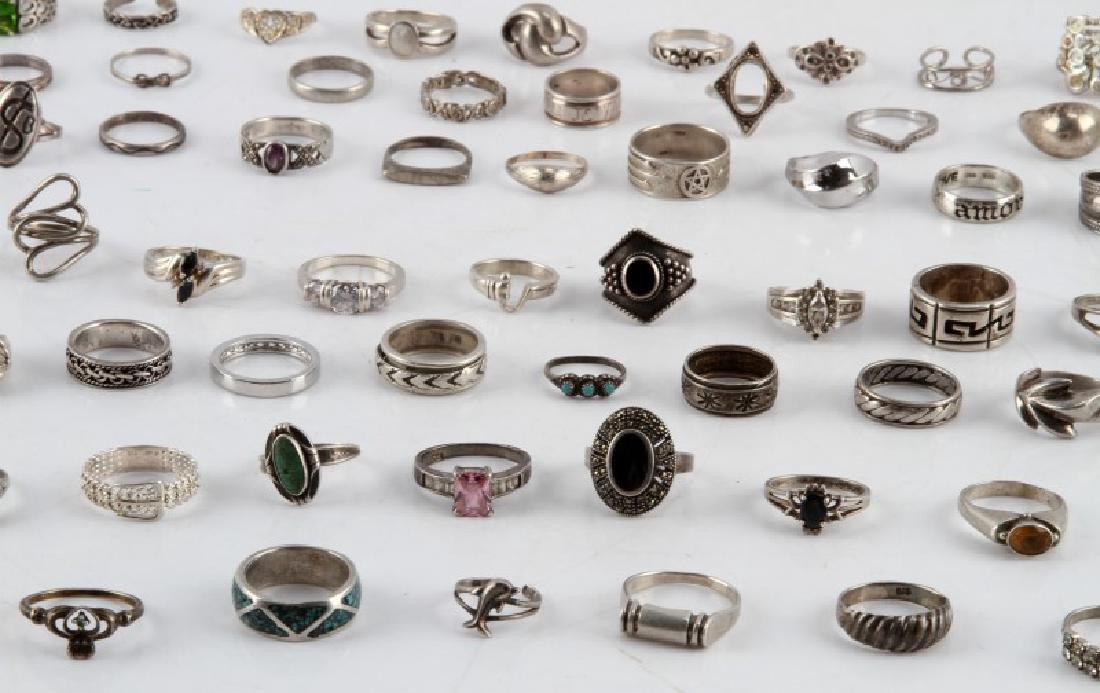 350 GRAMS OF VINTAGE SILVER FASHION RINGS DEALER - 3