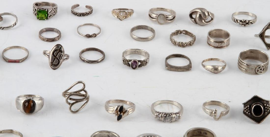 350 GRAMS OF VINTAGE SILVER FASHION RINGS DEALER - 6