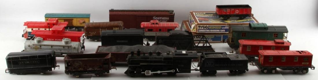 LOT OF VINTAGE TRAIN CARS AND SETS PIECES LIONEL