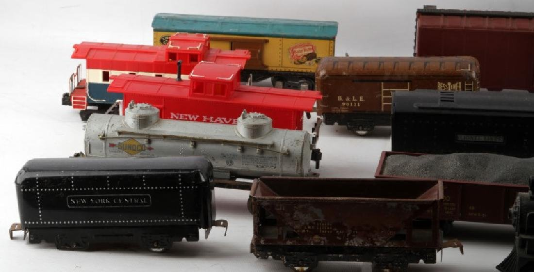 LOT OF VINTAGE TRAIN CARS AND SETS PIECES LIONEL - 2