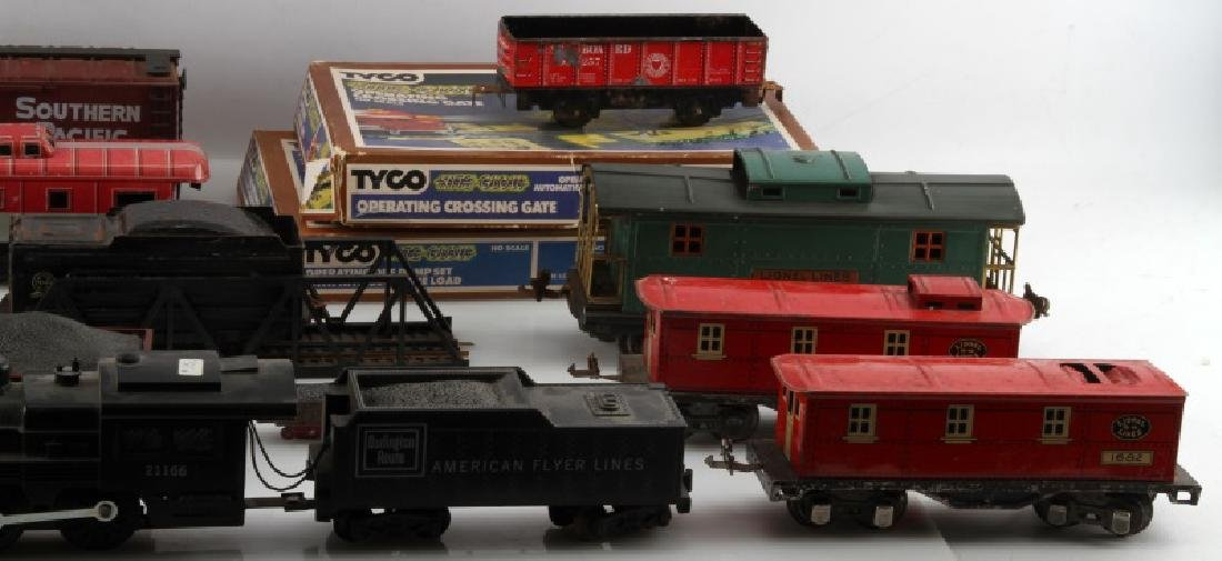 LOT OF VINTAGE TRAIN CARS AND SETS PIECES LIONEL - 3