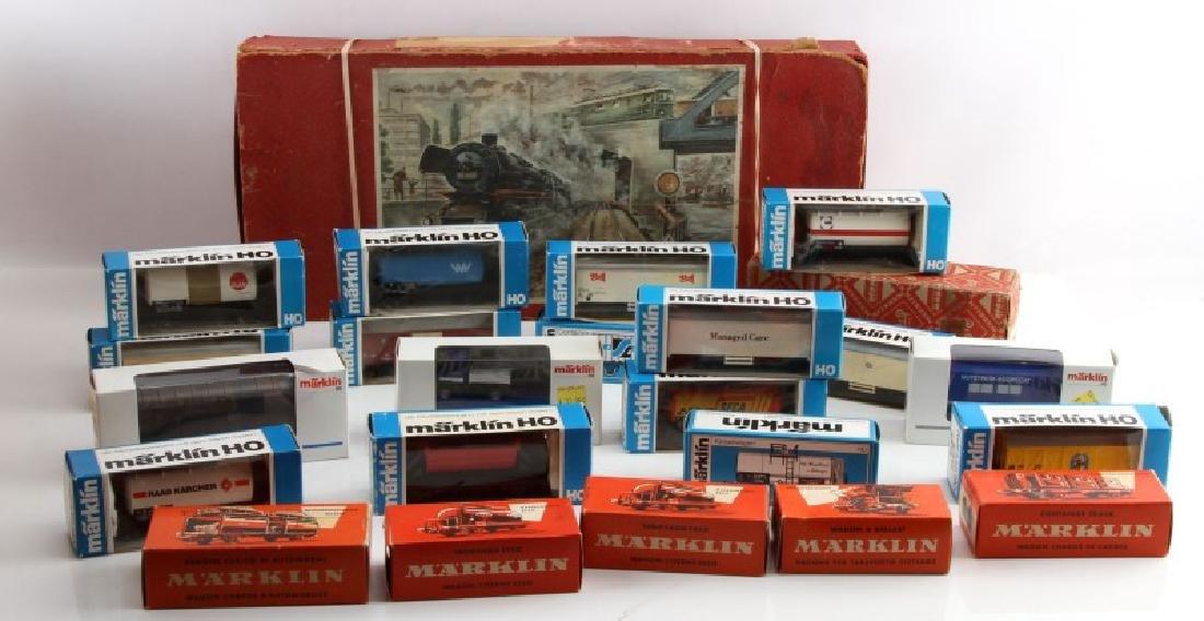 LOT VINTAGE MARKLIN & HO ELECTRIC TRAIN CARS