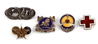 LOT OF 5 US WWII MILITARY PINS SEABEES AIR FORCE