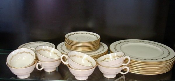 LENOX GOLDEN WREATH CHINA DINNERWARE 8 SET 40 PCS