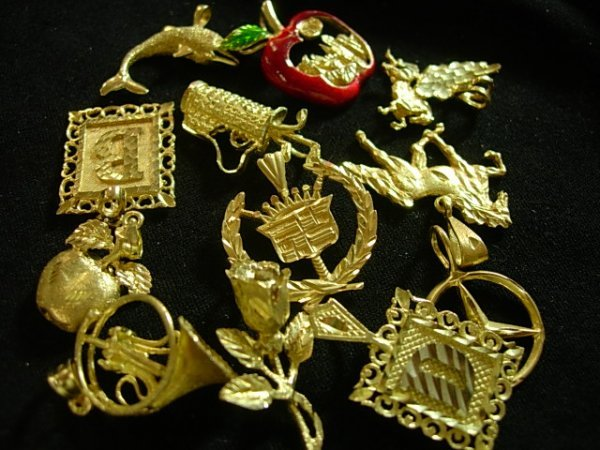 24.2 GRAMS OF ASSORTED DIAMOND CUT CHARMS 10K GOLD