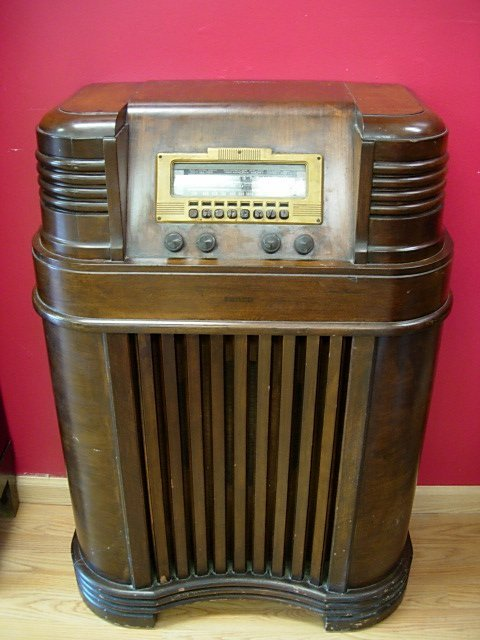 1940 PHILCO ANTIQUE RADIO 40-180