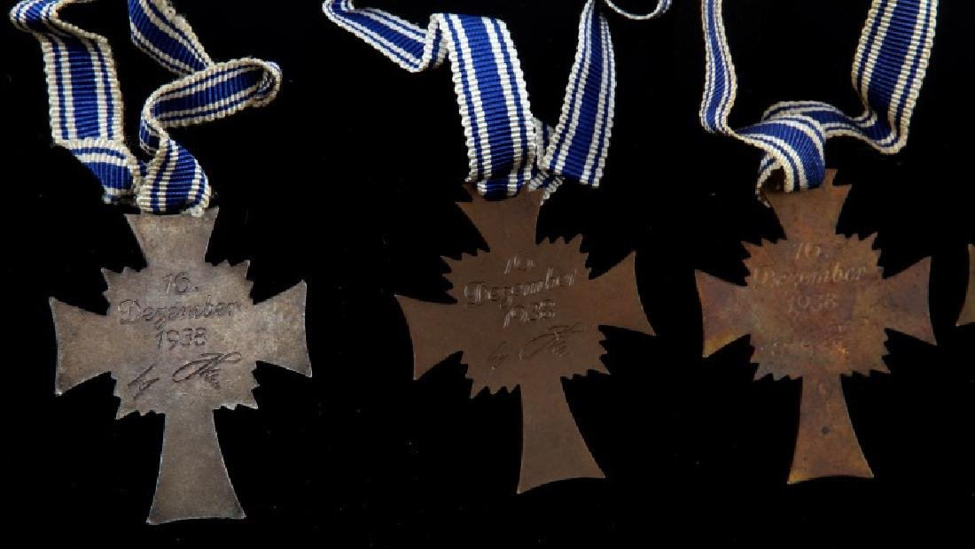GERMAN WWII 5 MOTHERS CROSSES 2 SILVER 3 BRONZE - 4
