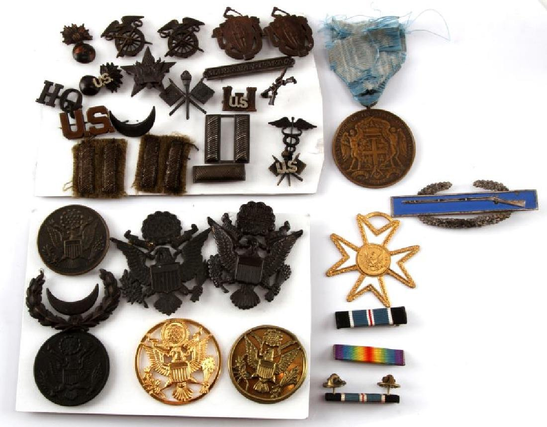 LARGE MILITARY & ASSORTED PIN AND BADGE LOT