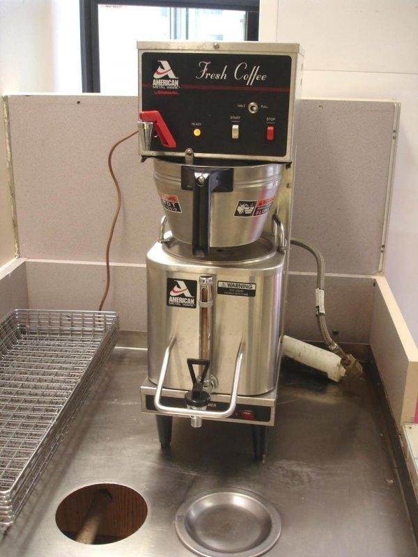 AMERICAN METAL WARE GRINDMASTER P200E COFFEE MACHINE