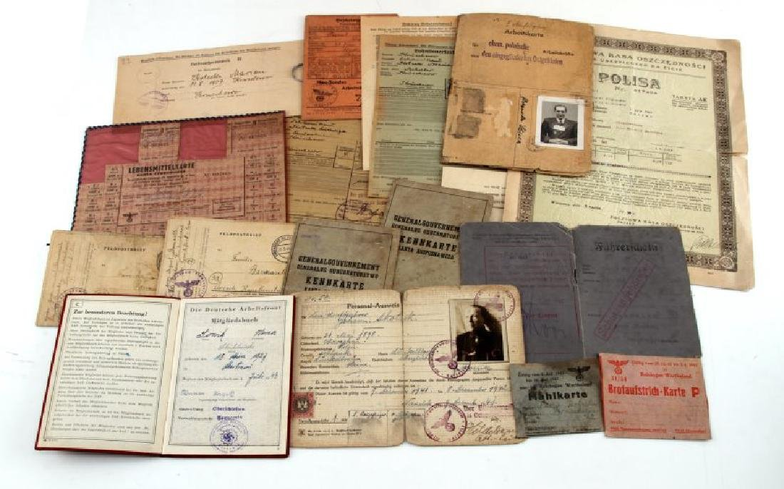 17 GERMAN WWII PERSONAL DOCUMENTATION PIECES
