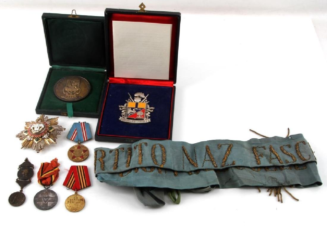 COLLECTION OF WORLD MEDAL & ORDERS THAI ITALY USSR