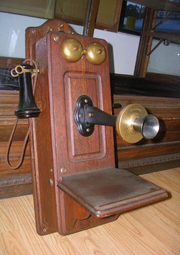 VINTAGE 1901 KELLOGG WALL CRANK PHONE TELEPHONE