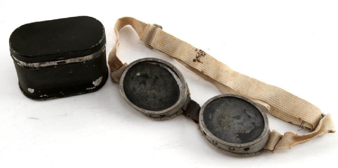 WWII ERA  US MILITARY ROUND GOGGLES WITH CASE