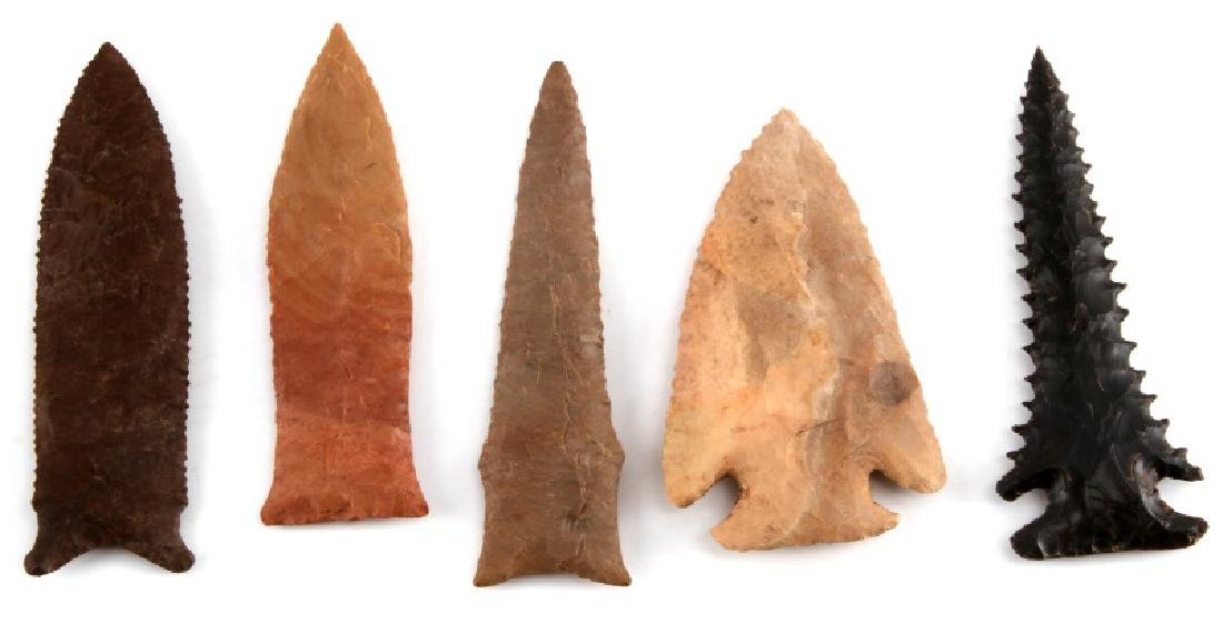 SMALL LOT OF 5 ARROWHEAD POINTS SERRATED STEMMED - 2