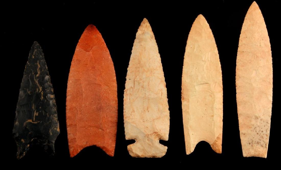 LOT OF 5 ARROWHEAD POINTS DIFFERENT STONE 1 STEM