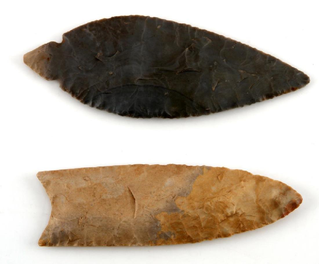 NATIVE AMERICAN CHERT CARVED ARROWHEAD LOT OF 2