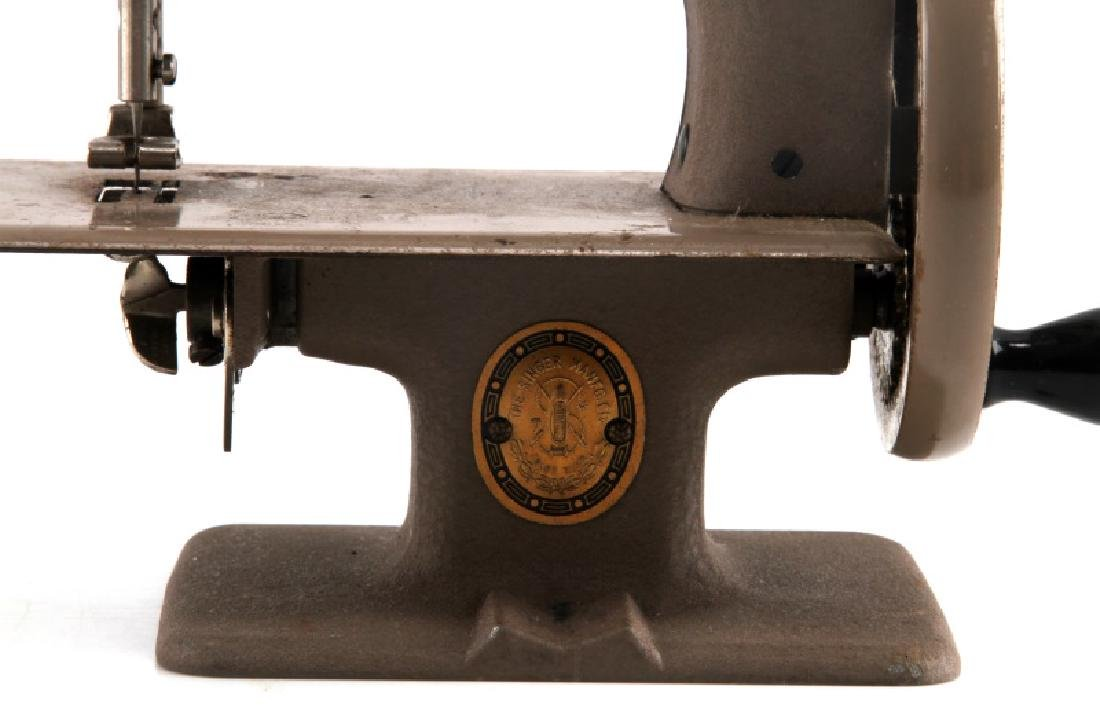 VINTAGE CHILDS TOY SINGER SEWING MACHINE - 3
